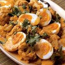 receta gatimi per pergaditjen e patateve të skuqura me salcë djathi dhe vezë