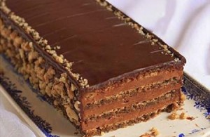 Tortë me çokollatë dhe arra