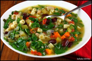 Supë me spinaq, makarona dhe fasule