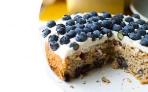 Tortë me bajame dhe boronicë