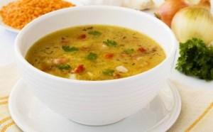 Supë me mish të grirë dhe bizele