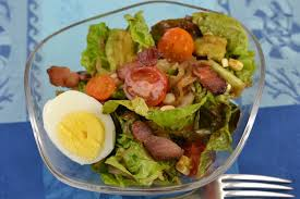 Sallatë jeshile me vezë,avogado dhe domate