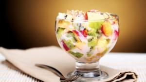 Sallatë e frutave me jogurt