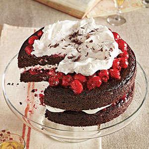 Tortë me qershi dhe çokollatë