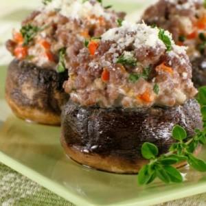 Kërpudha të mbushura me mish të grirë