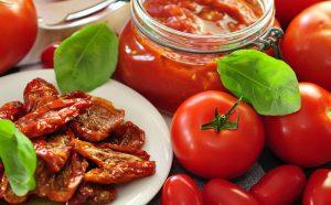 Si të përgatisim domatet e thata në vaj ulliri