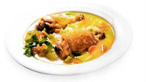 Çorbë pule me topëza mielli