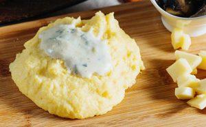 Pure patatesh me djathë