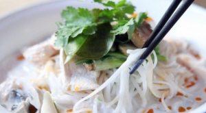 Supë me pulë dhe kokos