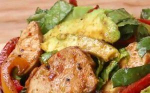 Sallatë me mish pule, vetëm për 10 minuta